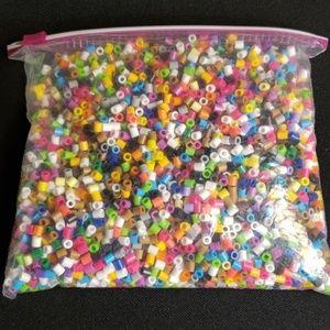 2000 plastic beads